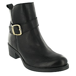 Marta Jonsson - Black ankle boot with a golden buckle