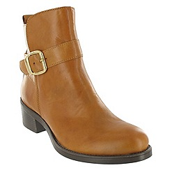 Marta Jonsson - Tan ankle boot with a golden buckle