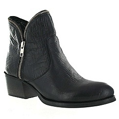 Marta Jonsson - Black leather ankle boot