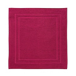 Christy - Magenta 'Soho' Towel