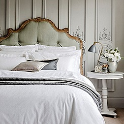 Christy - White 'Chantilly bed linen