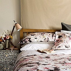 Christy - Pink 'Connie' bedding