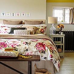 Christy - Pink 'Julianne' Bedding