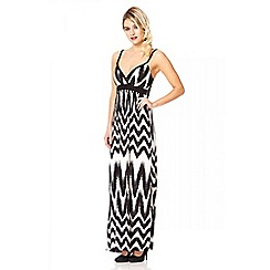 Quiz - Cream zig zag print pleat strap maxi dress