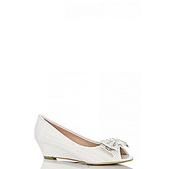 Quiz - White diamante bow wedges