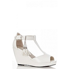 Quiz - White Tassel Wedges