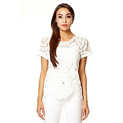 Quiz - White crochet scallop hem top