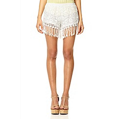 Quiz - White lace crochet tassel shorts