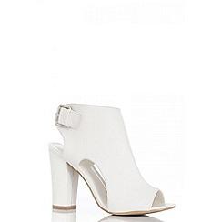 Quiz - White block heel shoe boots