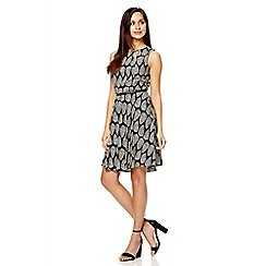 Quiz - Black leaf print belt skater dress