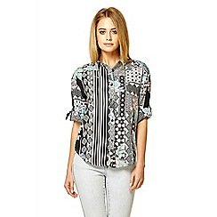 Quiz - Multi colour print turned up sleeve shirt