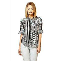 Quiz - Multi colour print turned up sleeve shirt