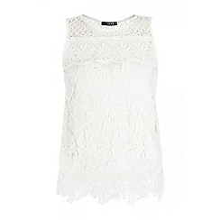 Quiz - White crochet sleeveless flower top