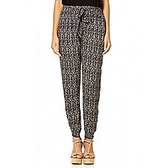 Quiz - Black scratch print cuff trousers