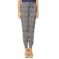 Quiz - Navy scratch print cuff trousers