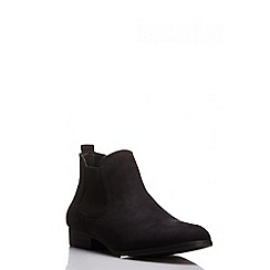Quiz - Black faux suede ankle boot