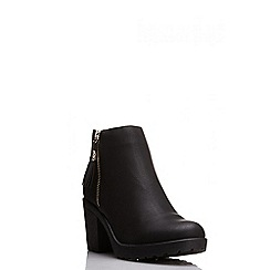Quiz - Black pu tassel chunky heel
