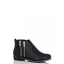 Quiz - Black pu zip ankle boots