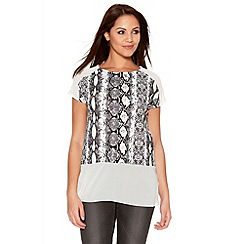 Quiz - Cream And Black Snake Print Chiffon Hem Top