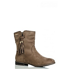 Quiz - Taupe Tassel Flat Ankle Boots