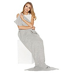 Quiz - Grey Mermaid Blanket
