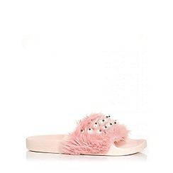 Quiz - Pink faux fur pearl detail sliders