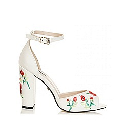 Quiz - White polyurethane embroidered block heel sandals