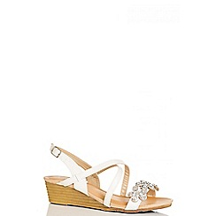 Quiz - White flower diamante wedges