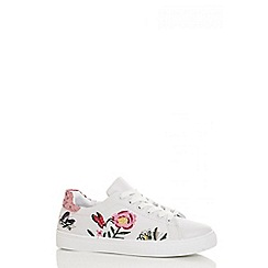 Quiz - White flower embroidered trainers