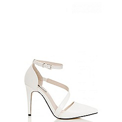 Quiz - White strap pointed toe courts