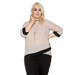 Quiz - Nude curve contrast 3/4 sleeve necklace top