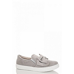 Quiz - Grey faux suede bow skater trainers