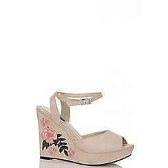 Quiz - Nude embroidered wedges