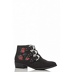 Quiz - Black faux suede rose embroidered western ankle boots