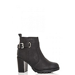 Quiz - Black tread sole ankle boots