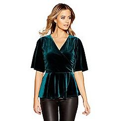 Quiz - Green velvet wrap front short sleeve top