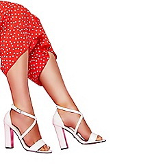 Quiz - White cross strap chunky heel sandals