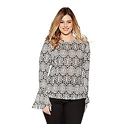 Quiz - Curve black and white lace print flute sleeve top