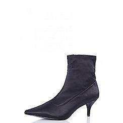 Quiz - Black satin low heel ankle boots