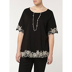 Evans - Black tee with embroidered hem