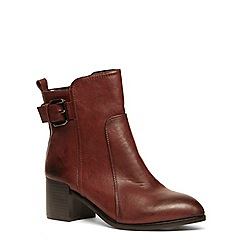 Evans - Berry buckle point ankle boot