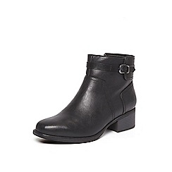 Evans - Black buckle square toe boots