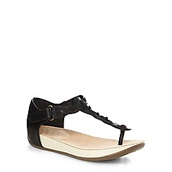 Evans - Extra wide fit black weave toe post sandals