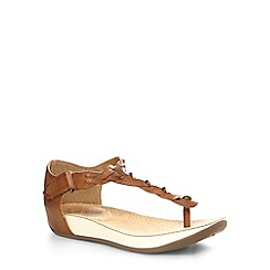 Evans - Extra wide fit brown weave toe post sandals