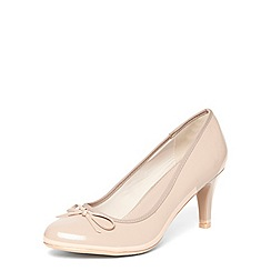 Evans - Extra wide fit nude patent court shoes