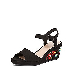 Evans - Extra wide fit black embroidered wedges
