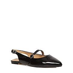 Evans - Extra wide fit black patent point strap pump