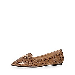 Evans - Extra wide fit snake print chain detail pump