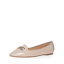 Evans - Extra wide fit nude patent chain detail pump
