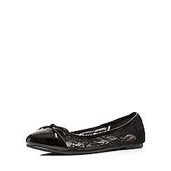 Evans - Extra wide fit black lace patent pump